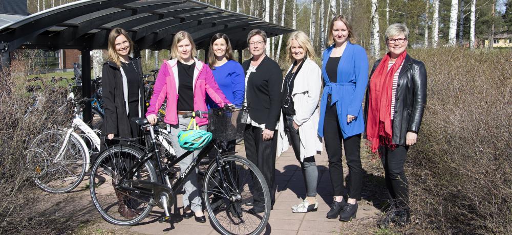 Kampanjdeltagare med cykel