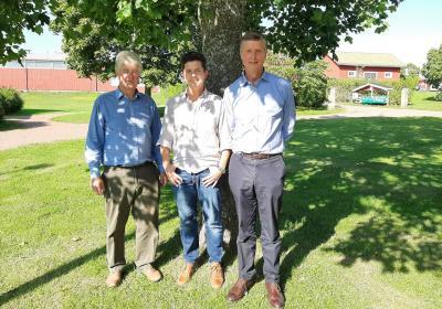 Från vänster: Nick Tapp (styrelseordförande, Craigmore Farming), Mathias Söderback (placeringsansvarig, Ömsen)
