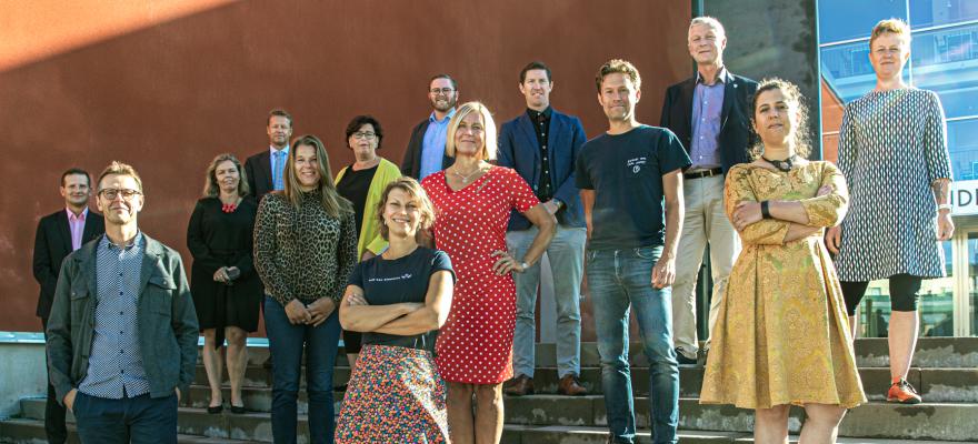 Utvecklings- och hållbarhetsrådet hösten 2020 på trappan utanför Alandica.